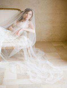 Should I wear a wedding veil // How to rock a wedding veil for a modern and sophisticated bridal look with Bel Aire Bridal.