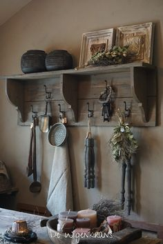 houten wandrek kapstok landelijk stoer sober kapstok - Health and wellness: What comes naturally Barn Wood Projects, Sober Living, Pinterest Home, Paint Colors For Living Room, Wooden Walls, Interior Design Living Room, Decoration, Farmhouse Decor, Kitchen Decor