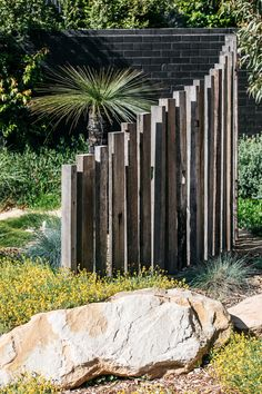 Inspiration for my backyard landscaping project Australian Garden Design, Australian Native Garden, Contemporary Garden Design, Garden Landscape Design, Modern Design, Garden Entrance, Coastal Gardens, Fence Design, Front Yard Landscaping