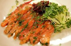 Nordic Diet: Jamies Perfect Party Food : Salmon Gravadlax via S. Smoked Salmon Blinis, Nordic Diet, Easy Salads, Beetroot, Fish And Seafood, Perfect Party, Fish Recipes, Gravlax Recipe, Entrees