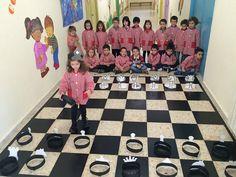 El ajedrez como proyecto de aprendizaje en el Colegio Virgen de la Peña, de Bembibre: programa basado en las inteligencias múltiples que nos permiten trabajar el ajedrez desde diferentes perspectivas y así, dar más oportunidades a cada niño.