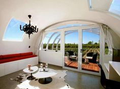 Official photo gallery for the hotel Entre Cielos in Mendoza. Located in the heart of Argentina, ideal for holidays. Vineyard hotel in Argentina. Mendoza, Hotel Suites, Hotel Spa, Lakeside Hotel, Luxury Couple, Unusual Hotels, Outdoor Tub, Floating Hotel, Luxury Tents
