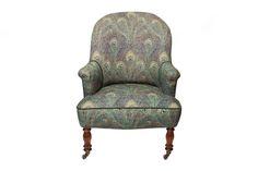 Peacock Armchair#1.0    Der antike Sessel wurde liebevoll restauriert und mit hochwertigen Stoffen im Peacock Muster bezogen. Die Rollen der Füße sind im Originalzustand aus vergangenen Zeiten. Wingback Chair, Armchair, Accent Chairs, Furniture, Home Decor, Restore, Patterns, Sofa Chair, Upholstered Chairs