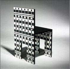알렉산드로 멘디니의 ollo chair라는 의자입니다. 형태는 단순하지만 패턴이 아주 독특합니다. 세트인 테이블도 있다고 하는데, 보면 아주 어질어질 할 듯하네요. 오델로나 체스가 생각나는 작품입니다. 아니면 오목이나..