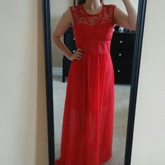 Red flowy long dress Lace swirl detail Sweetheart neckline Re-posh(my mom was too tall for it, the underskirt was too short for her shes 5ft 8in) ✅Questions✅Bundle✅Offers Dresses