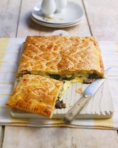 brie and wild mushroom tart Use readyrolled puff pastry to make this easy vegetarian tart recipe Try using Taleggio or Camembert instead of Brie and thyme or lemon thyme. Vegetarian Tart, Quick Vegetarian Meals, Vegetarian Cooking, Vegetarian Pastry Recipes, Puff Pastry Recipes Savory, Vegetarian Buffet, Brie Puff Pastry, Choux Pastry, Vegan Meals