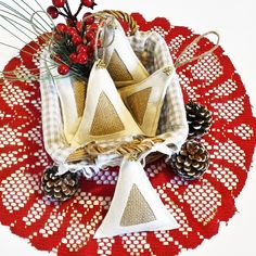 Christmas shabby chic ornaments by Feltro e altro http://www.misshobby.com/it/negozi/feltro-e-altro