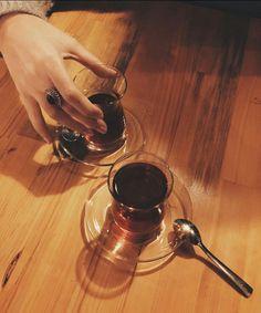 Coffee Time, Morning Coffee, Tea Time, Turkish Tea, White Interior Design, Cuppa Tea, Coffee Photography, Tea Art, Brewing