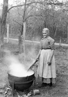 Your'e not going to make me wash in that tin tub, vintage tin tub washing, tin wash tubs, tin foot tubs, Antique Photos, Vintage Pictures, Vintage Photographs, Old Pictures, Vintage Images, Old Photos, Appalachian People, Appalachian Mountains, Vintage Laundry