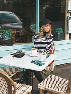 5 Tip Guide on how to be a Little More French - The Emasphere French Cafe, French Style, French Kitchen, Country Kitchen, French Country, Best Red Wine, Shabby Chic Mirror, French Lifestyle, French Beauty