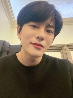 melting me softly 💖 Korean Boys Ulzzang, Ulzzang Boy, Breathe, Korean Male Actors, Woollim Entertainment, Kdrama Actors, Blackpink Fashion, Golden Child, K Idol