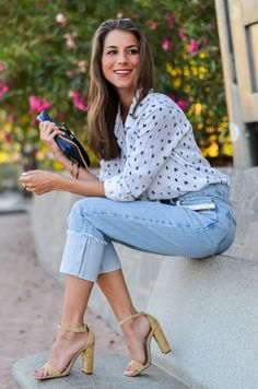 New outfit online 🌸 Summer Denim Chic :: Mom Jeans, süsse Bluse von Suncoo Paris & nude Heels