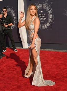 Jennifer Lopez Photos Photos - Singer Jennifer Lopez attends the 2014 MTV Video Music Awards at The Forum on August 24, 2014 in Inglewood, California. - Arrivals at the MTV Video Music Awards — Part 2