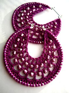 Crocheted hoops with beads in Magenta por BohemianHooksJewelry Diy Crochet Jewelry, Crochet Jewelry Patterns, Crochet Accessories, Crochet Ideas, Crochet Earrings Pattern, Crochet Motif, Paper Earrings, Beaded Earrings, Hoop Earrings