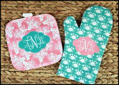 Monogrammed Oven Mitt & Pot Holder Set, Custom Gift Set Personalized Oven Mitts, Gifts for Mom, Housewarming Hostess Gift Monogrammed by ChicMonogram on Etsy