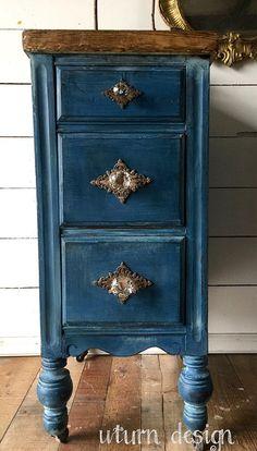 Dark blue painted nightstands navy side #paintedfurniture #affiliate