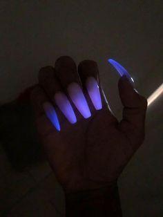 Glow in the dark long acrylic nails Dark Acrylic Nails, Remove Acrylic Nails, Dark Nails, Remove Shellac, Pastel Nails, Glittery Nails, Metallic Nails, Pink Glitter, Grey Nail Designs