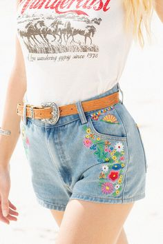 a5653c65d666de6fb2c6766dd781a55e--embroidery-fashion-denim-skirt-embroidery .jpg