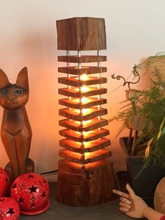 Wooden log lamp (oak) that grew in a forest. Wood recovered before finishing in the chimney, cleaned, cut, segmented and protected with linseed oil. The fr
