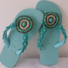 Bridesmaid Flip Flops, Cheap Flip Flops, Flip Flop Craft, Crochet Flip Flops, Decorating Flip Flops, Nifty Crafts, Beaded Sandals, Crochet Shoes, Ribbon Crafts