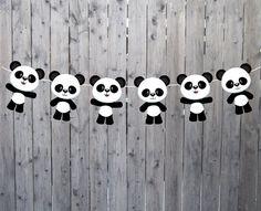 Cette guirlande de Panda / Panda bannière serait parfait pour un shower de bébé panda, anniversaire panda, décoration de chambre de bébé panda ou n'importe quel thème d'ours panda. LORS DE LA COMMANDE: ● s'il vous plaît laisser date de parti dans les notes du vendeur lors de votre