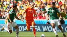 Arjen Robben of the Netherlands is pressured by Hector Moreno and Francisco Rodriguez