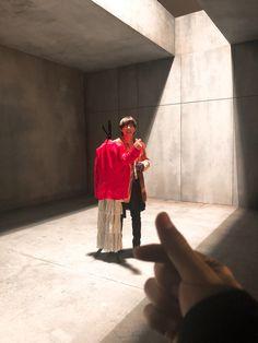 """Teve uma hora q eu falei : """"Tomará q seja a mão do Jungkook"""" (mais não,era a mão do Tae memo)"""