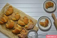 Rumiane rogaliki drożdżowe - Swiatciast.pl Pretzel Bites, Bread, Food, Brot, Essen, Baking, Meals, Breads, Buns