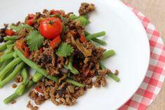 Hou jij ook zo van chili con carne? Kijk snel op eethetbeter.nl voor het recept voor sperziebonenchili met gehakt! Pittig, snel en lekker!