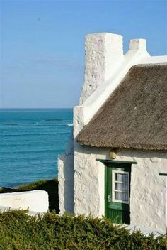 Interesting places to visit in South Africa. Arniston is a small seaside settlement in the Overberg region on the Cape South coast, close to Cape Agulhas, the southernmost tip of Africa. Fishermans Cottage, African House, Cape Dutch, Dutch House, Cape Town South Africa, Beautiful Places In The World, Cottage Exterior, Architecture Details, Old Houses