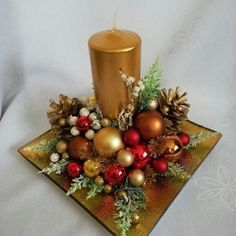 172 trend simple rustic winter christmas centerpiece page 54 Christmas Flower Decorations, Christmas Flower Arrangements, Christmas Table Centerpieces, Christmas Flowers, Christmas Candles, Winter Christmas, Christmas Wreaths, Christmas Ornaments, Deco Table Noel