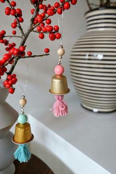 85 ideas for tinkering with coffee capsules - child& play and environmentally friendly - living ideas and decoration - 85 ideas for tinkering with coffee capsules – easy and natural - Christmas Coffee, Christmas Diy, Christmas Decorations, Christmas Ornaments, Cup Crafts, Xmas Crafts, Diy And Crafts, Diy For Kids, Crafts For Kids