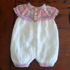 Top Down Romper Suit - Marianna / Lisa King Maclean Small / Early Newborn This adorable little romper suit was knitted by Lisa Kin.marianna's lazy daisy days: Top Down All-in-One Romper Suit free patternFREE DK If you love my All-in-One Baby Tops … Baby Romper Pattern, Baby Cardigan Knitting Pattern, Knitted Romper, Baby Knitting Patterns, Baby Patterns, Crochet Patterns, Knitting Dolls Clothes, Baby Doll Clothes, Crochet Baby Clothes