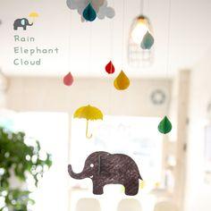 雨の日のゾウモビールフェルト雨傘ゾウ像ぞう雲クラウドオーナメントインテリアキッズモビール子ども部屋パーティーグッズ雑貨ピクニックベビー赤ちゃん