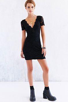 Kimchi Blue Scallop Lace Bodycon Dress