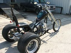 Zoom on Chopped 3 wheeler motorcycle Photo