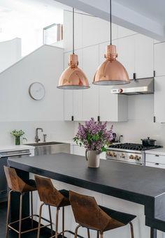 New kitchen lighting design copper Ideas Modern Kitchen Lighting, Kitchen Lighting Fixtures, Kitchen Pendant Lighting, Kitchen Pendants, Light Fixtures, Pendant Lamps, Industrial Lighting, Modern Industrial, Copper Lights Kitchen