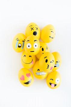DIY Emoji Easter Eggs | studiodiy.com