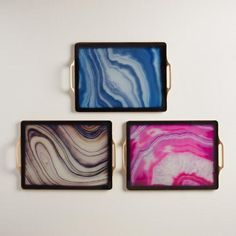 Our eye-catching agate-inspired trays boast marbled swirls in a gold frame for a dramatic presentation of drinks and appetizers.
