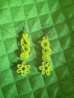 Orecchini pendenti  gialli quilling