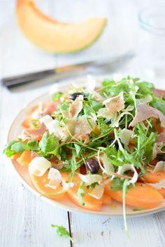 http://chichichoc.blogspot.fr/2015/08/salade-de-melon-jambon-de-pays-et.html Salade de melon, jambon de pays et parmesan:  1 melon (bien mûr, de taille moyenne) 1 belle poignée de roquette 2 tranches de jambon de pays parmigiano reggiano olives noires (de Nice) vinaigre de Xérès huile d'olive sel et poivre