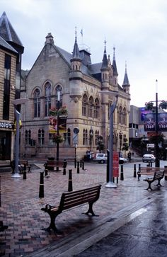 Restaurants and Shopping at Inverness.  They have a great Pizza Restaurant there.  Way different than American Pizza.