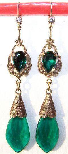 Vintage Czech glass earrings. Circa 1920 Art Deco style.