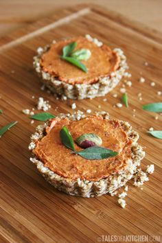 The creamy sun-dried tomato pate in these mini tomato tarts is absolutely to die for! A tangy, nutty, and incredibly delicious #rawfood recipe from @TalesofaKitchen