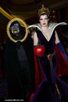 Disney villain, Magic Mirror and Evil Queen costume / cosplay. Disney Cosplay, Disney Villain Costumes, Epic Cosplay, Amazing Cosplay, Disney Villains, Cosplay Girls, Cartoon Costumes, Halloween Cosplay, Halloween Fun