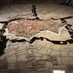 Plan-relief de #Bergues, réalisé vers 1771 (en dépôt au Palais des Beaux-Arts de #Lille). Notice du plan-relief : http://www.museedesplansreliefs.culture.fr/collections/maquettes/recherche/bergues  Photo © Musée des Plans-reliefs