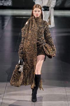Dolce & Gabbana Fall 2020 Ready-to-Wear Collection - Vogue Knitwear Fashion, Knit Fashion, Fashion Week, Fashion 2020, Fashion Fashion, Fashion Trends, Dolce & Gabbana, Estilo Glamour, Catwalk Fashion