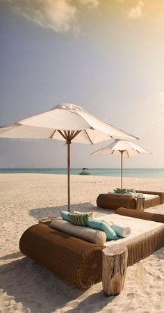 Relaxing in paradise... I do believe this could be my perfect, happy place ♥