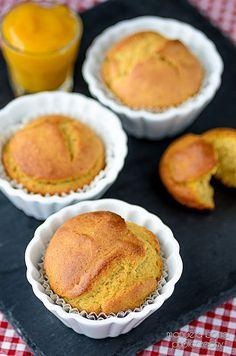 Muffin ai cachi con farina di riso e farro. Food photography by Manuela Bonci