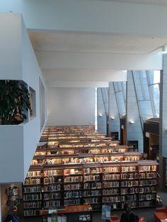 Yleiskuvaa kirjastosta